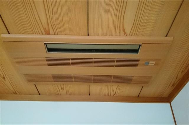 愛知でエアコン洗浄をしたいとお考えの店舗・企業様へ~天井に設置された天カセ・スポット・コーナーに対応出来ます~